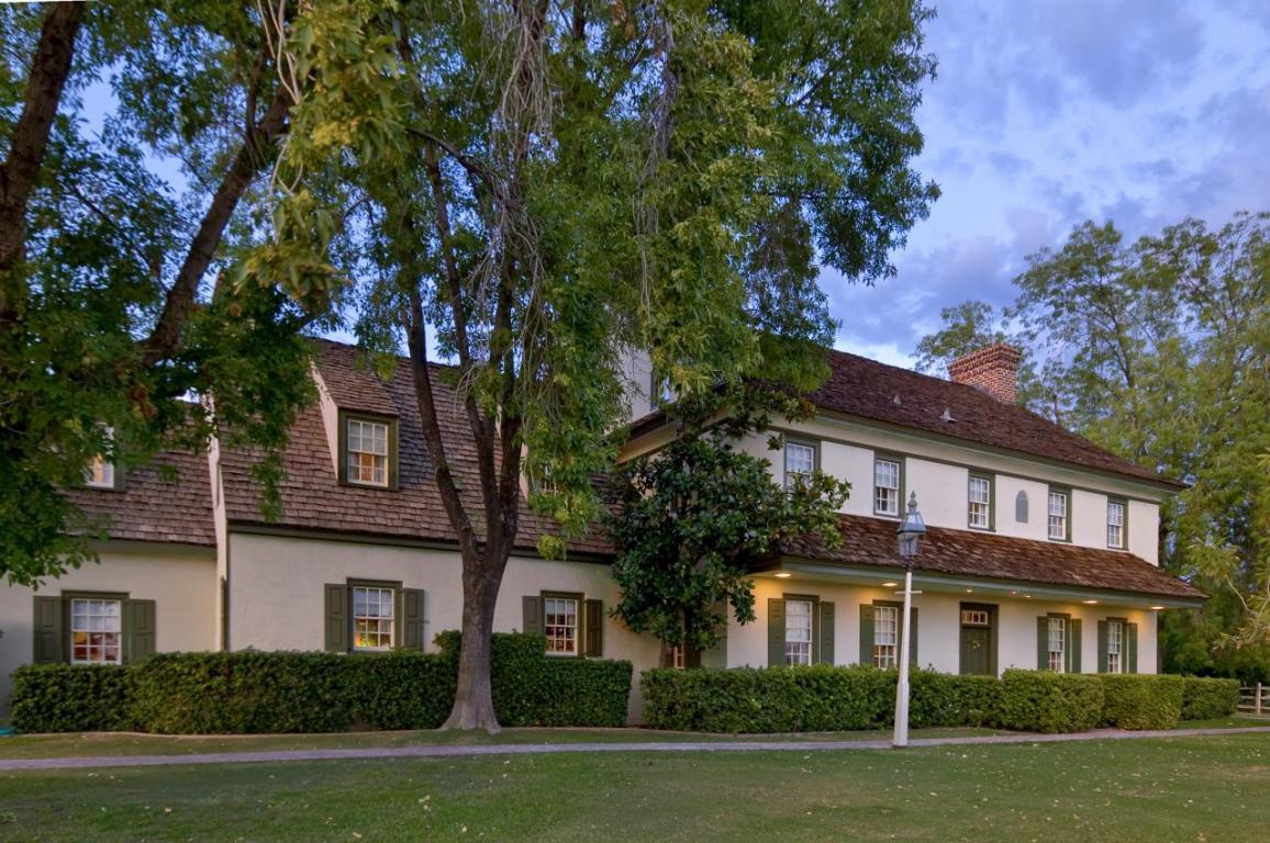Nordon Manor Home in Phoenix Arcadia